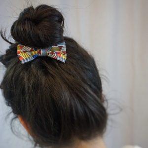 Barrette accessoire cheveux noeud papillon fait main multicolor motif géométrique