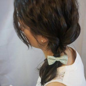 Élastique accessoire cheveux noeud papillon fait main vert motif pois blanc
