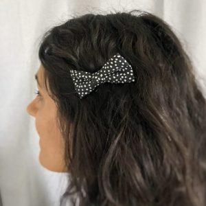 Barrette accessoire cheveux noeud papillon fait main noir motif pois blanc