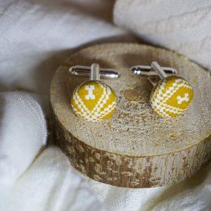 Boutons de manchettes accessoires mode jaune moutarde motifs géométriques blanc
