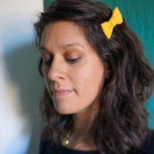 Barrette accessoire cheveux noeud papillon fait main jaune