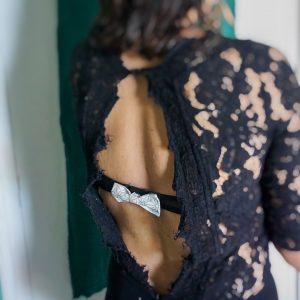 Cache agrafe soutien gorge noeud papillon fait main blanc et noir