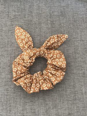 Chouchou noeud camel et beige motif fleuri fait main