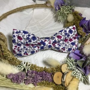 Noeud papillon fait main blanc motif fleurs rose et bleu