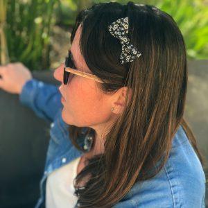Barrette noeud papillon accessoire cheveux fait main noir et blanc motif fleurs