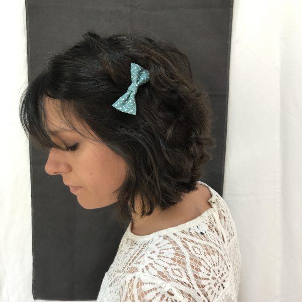 Barrette accessoire cheveux noeud papillon fait main vert et blanc