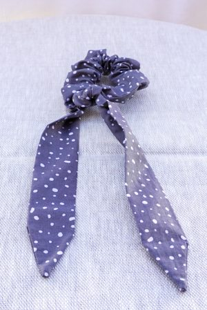 Foulchie accessoire cheveux fait main bleu marine motif pois blancs